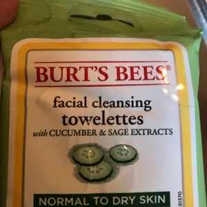 Set of 6 pks Burt's bees facial towelettes